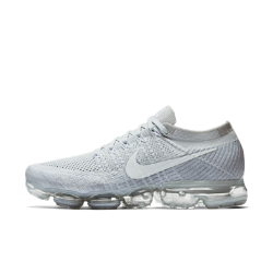 Мужские беговые кроссовки Nike Air VaporMax FlyknitМужские беговые кроссовки Nike Air VaporMax Flyknit с верхом из материала Flyknit и обновленной системой амортизации обеспечивают идеальную плотную посадку, легкость и упругость, бросающую вызов гравитации.<br>