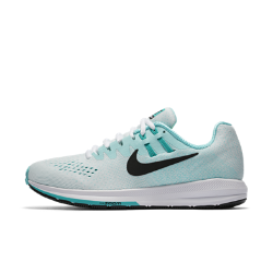 Женские беговые кроссовки Nike Air Zoom Structure 20Женские беговые кроссовки Nike Air Zoom Structure 20 с технологией Dynamic Fit и более широким основанием, чем у предыдущей версии, стабилизируют стопу во время бега. Легкие дышащиематериалы и вставка Nike Zoom Air в передней части обеспечивают упругость при каждом шаге.  Превосходная стабилизация  Эти кроссовки с пеноматериалом двух уровней плотности разработаны для бегунов, которым требуется дополнительная стабилизация стопы при беге.  Ощущение поддержки  Нити Flywire работают вместе со шнуровкой, обеспечивая поддержку стопы и комфорт. Кроме того, эластичный ремешок в области свода стопы предотвращает проскальзывание во время бега.  Воздухопроницаемость и комфорт  Внутренняя вставка из сетки обхватывает стопу и обеспечивает вентиляцию. А материал Flymesh с внешней стороны обеспечивает прохладу и комфорт от старта до финиша.<br>