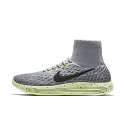 Женские беговые кроссовки Nike LunarEpic Flyknit ShieldЖенские беговые кроссовки Nike LunarEpic Flyknit Shield с верхом из водоотталкивающей ткани Flyknit и усовершенствованным рисунком подметки обеспечивают неизменную функциональность, плавность движений и плотную посадку.  Водоотталкивающее покрытие  Верх Flyknit средней высоты обеспечивает плотную посадку, а водоотталкивающее покрытие защищает от влаги во время бега.  Плавность движений и комфорт  Подошва из мягкого материала Lunarlon, обработанная лазером по бокам, сжимается при движении, обеспечивая плавный переход с пятки на носок.  Улучшенное сцепление  Конструкция подметки отвечает за правильное распределение давления, а накладки из пеноматериала Lunarlon обеспечивают амортизацию в зонах, где это больше всего необходимо. Усовершенствованный рисунок подметки обеспечивает сцепление с влажной поверхностью.<br>