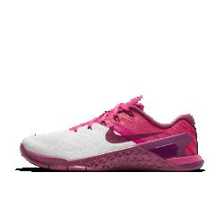 Женские кроссовки для тренинга Nike Metcon 3Женские кроссовки для тренинга Nike Metcon 3 созданы для самых интенсивных тренировок — от упражнений на канате и у стены до бега на короткие дистанции и поднятия веса.  Амортизация для тренировок  Скрытая подошва более твердая в области пятки и более мягкая и гибкая в передней части. Это обеспечивает стабилизацию для тренинга и амортизацию для коротких пробежек.  Стабилизация для тяжелой атлетики  Плоская платформа и пятка из жесткой резины обеспечивают надежную стабилизацию при поднятии веса. Поддержка по всей стопе позволяет тренироваться уверенно.  Легкость и прочность  Легкий вышитый материал в зонах максимального износа для дополнительной прочности.<br>