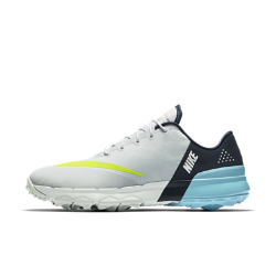 Мужские кроссовки для гольфа Nike FI FlexМужские кроссовки для гольфа Nike FI Flex обеспечивают динамическую гибкость, естественность движений и невесомую амортизацию для комфорта на протяжении всей игры.  Естественная гибкость  Глубокие желобки в подметке повторяют естественные движения стопы для поддержки и плавности.  Мягкая амортизация  Легкая подошва из материала Phylon обеспечивает мягкую амортизацию, а бортик и язычок из пеноматериала обхватывают верхнюю часть стопы и голеностоп для комфорта.  Защита от непогоды  Верх из нейлона с прочным водоотталкивающим покрытием защищает от влаги в дождливую погоду. Ткань рипстоп в передней части стопы обеспечивает дополнительную прочность.<br>