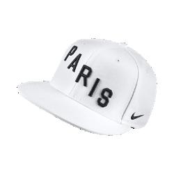 Бейсболка Paris Saint-Germain True SquadБейсболка с застежкой Paris Saint-Germain True Squad с клубной символикой и традиционным силуэтом обеспечивает классический уровень комфорта.<br>