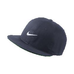 Бейсболка с застежкой Nike SB VintageБейсболка с застежкой Nike SB Vintage из легкого хлопка саржевого плетения с классической конструкцией из шести панелей обеспечивает прочность и комфорт.<br>