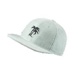 Бейсболка с застежкой Nike SBБейсболка с застежкой Nike SB с классическим плоским козырьком защищает глаза от солнечных лучей во время катания или прогулки.<br>