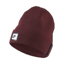 Трикотажная шапка Nike Sportswear Tech BeanieТрикотажная шапка с отворотом Nike Sportswear Tech Beanie из мягкой смесовой ткани обеспечивает тепло и комфортную защиту.<br>