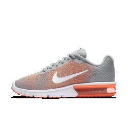 Женские беговые кроссовки Nike Air Max Sequent 2Женские беговые кроссовки Nike Air Max Sequent 2 дополнены верхом из особого эластичного трикотажа, который не сковывает движений и создает больше поддержки. Вставка Max Air вобласти пятки создает упругую амортизацию на всей дистанции.<br>