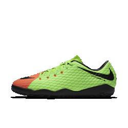Футбольные бутсы для игры на газоне Nike HypervenomX Phelon 3Футбольные бутсы для игры на газоне Nike HypervenomX Phelon 3 с увеличенной зоной удара обеспечивают непревзойденную маневренность и улучшенный контроль мяча на травяных полях.<br>