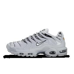 Мужские кроссовки Nike Air Max PlusМужские кроссовки Nike Air Max Plus сохранили легендарную систему амортизации Tuned Air и энергичные линии дизайна оригинальной модели 1998 года.<br>