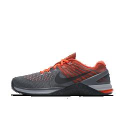 Мужские кроссовки для тренинга Nike Metcon DSX FlyknitБолее легкие по сравнению с Nike Metcon 3 мужские кроссовки для тренинга Nike Metcon DSX Flyknit созданы для самых интенсивных тренировок — от упражнений с канатом и у стены до бега на короткие дистанции и поднятия веса.  Безупречная посадка  Верх из дышащего эластичного материала Flyknit обеспечивает поддержку и плотную удобную посадку. Сверхпрочные нити Flywire интегрированы со шнуровкой для надежной фиксации стопы.  Амортизация для тренировок  Скрытая подошва более твердая в области пятки и более мягкая и гибкая в передней части. Это обеспечивает стабилизацию для тренинга и амортизацию для коротких пробежек.  Стабилизация для тяжелой атлетики  Плоская платформа и пятка из жесткой резины обеспечивают надежную стабилизацию при поднятии веса. Поддержка по всей стопе позволяет тренироваться уверенно.  Легкость и прочность  Легкий вышитый материал в зонах максимального износа для дополнительной прочности.<br>