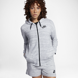 Женская куртка Nike Sportswear Advance 15Женская куртка Nike Sportswear Advance 15 — незаменимая в переменчивую погоду модель с современными деталями, включая первоклассную ткань джерси и частичный эластичный поясдля длительного комфорта и фиксации.<br>