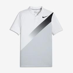 Рубашка-поло для гольфа для мальчиков школьного возраста Nike Dry MomentumРубашка-поло для гольфа для мальчиков школьного возраста Nike Dry Momentum из гладкой влагоотводящей ткани обеспечивает вентиляцию и комфорт во время игры.<br>