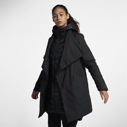 Женская парка Nike Sportswear AeroLoft 3-in-1Женская парка Nike Sportswear AeroLoft 3-in-1 помогает адаптироваться к любой погоде. Влагонепроницаемый внешний слой и внутреннюю куртку с наполнителем можно носить вместе илиотдельно.  Защита от дождя  Внутренняя куртка с удлиненным кроем и внешний слой дополнены влагонепроницаемым покрытием для абсолютной защиты от дождя.  Тепло и воздухопроницаемость  Внутренняя куртка с технологией Nike AeroLoft обеспечивает тепло, не допуская перегрева. Перфорация между отсеками с наполнителем отводит излишки тепла.  Универсальность  Внешний слой можно отстегнуть от внутренней куртки, когда станет тепло.<br>