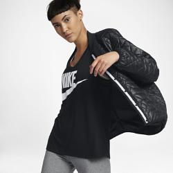 Женская куртка Nike Sportswear QuiltedЖенская куртка Nike Sportswear Quilted с классическим силуэтом из особой прочной ткани с простежкой обеспечивает защиту от непогоды.<br>