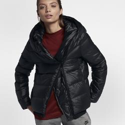 Женская куртка с пуховым наполнителем Nike SportswearЖенская куртка с пуховым наполнителем Nike Sportswear обеспечивает тепло и комфорт в холодную погоду. Большой капюшон и пуховый наполнитель создают оптимальную защиту.<br>