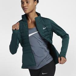 Женская беговая куртка Nike Essential FilledЖенская беговая куртка Nike Essential Filled позволяет продолжать пробежки даже в холодную и дождливую погоду. Легкий наполнитель, водоотталкивающее покрытие и ткань Nike Therma обеспечивают комфорт на любой дистанции. Благодаря высокой горловине куртку можно надевать поверх футболки.  Комфорт даже в дождь  Лицевая часть из легкого тканого материала с водоотталкивающим покрытием для защиты от дождя.  Тепло  Наполнитель из полиэстера надежно защищает от холода, не создавая лишнего объема. Вставки из ткани Nike Therma на спине и по бокам удерживают тепло тела. Невероятно мягкая ткань с начесом.  Надежное хранение важных мелочей  В карманы для рук на молнии можно положить телефон, пластиковые карты и ключи.<br>