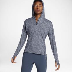 Женская беговая худи Nike ElementЖенская беговая худи Nike Element идеально подходит для утренних и вечерних пробежек, сохраняя тепло и препятствуя перегреву. Более свободный крой основы и области подмышек позволяет надевать модель поверх майки, а отверстия для больших пальцев на манжетах обеспечивают дополнительный комфорт.<br>