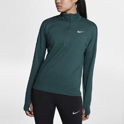 Женская беговая футболка с длинным рукавом и молнией до середины груди Nike ElementЖенская беговая футболка с длинным рукавом и молнией до середины груди Nike Element идеально подходит для пробежек в прохладную погоду, сохраняя тепло и препятствуя перегреву. Более свободный крой основы и области подмышек позволяет надевать модель поверх майки, а отверстия для больших пальцев на манжетах обеспечивают дополнительный комфорт.  Охлаждение  Более открытое плетение в верхней части спины повышает воздухопроницаемость. Молния до середины груди позволяет регулировать уровень вентиляции, обеспечивая защиту на пробежке и после нее.  Комфорт  Отверстия для больших пальцев фиксируют рукава для дополнительной защиты в холодную погоду.  Отведение влаги  Мягкая ткань с технологией Dri-FIT отводит влагу от кожи на поверхность ткани, где она быстро испаряется.<br>