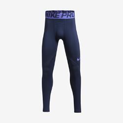 Тайтсы для тренинга для мальчиков школьного возраста Nike Pro WarmТайтсы для тренинга для мальчиков школьного возраста Nike Pro Warm обеспечивают тепло и комфорт во время тренировок и игр в помещении и на улице.  АБСОЛЮТНОЕ ТЕПЛО  Ткань Nike Pro Warm создает отводящий влагу базовый слой, обеспечивая поддержку, надежную фиксацию и тепло для тренировок в прохладную погоду.  СОЗДАНО ДЛЯ ДВИЖЕНИЯ  Плотная посадка с поддержкой обеспечивает уверенность и свободу движений. А бесшовная гладкая ткань не натирает кожу, помогая сосредоточиться на тренировке.  ФИКСАЦИЯ И КОМФОРТ  Эластичный пояс фиксирует посадку.<br>