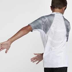 Футболка с коротким рукавом для мальчиков школьного возраста Nike Pro HyperCoolФутболка с коротким рукавом для мальчиков школьного возраста Nike Pro HyperCool с прилегающим кроем и зональной вентиляцией позволяет сосредоточиться на движении.<br>