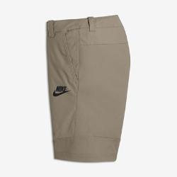 Тканые шорты для мальчиков школьного возраста Nike Sportswear TechТканые шорты для мальчиков школьного возраста Nike Sportswear Tech из мягкой смесовой ткани с несколькими карманами обеспечивают легкость и комфорт, позволяя носить с собой гаджет.  Удобное хранение  Карманы на молнии сзади и справа, простые карманы спереди и D-образное кольцо на шлевке для ключей дают возможности для удобного и надежного хранения.  Свобода движений  Анатомические швы на штанинах обеспечивают свободу движений на протяжении всего дня.  Комфорт и прочность  Прочная первоклассная смесовая ткань не натирает кожу.<br>