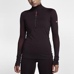 Женская футболка для тренинга с длинным рукавом Nike Pro HyperWarmЖенская футболка для тренинга с длинным рукавом Nike Pro HyperWarm из эластичной ткани удерживает тепло, обеспечивая комфорт во время тренировок на улице. Преимущества  Ткань Nike HyperWarm удерживает тепло Эргономичные швы для естественной свободы движений Молния до середины груди для регулируемой вентиляции Удлиненная сзади нижняя кромка для более надежной защиты  Информация о товаре  Состав: основа: Dri-FIT 87% полиэстер/13% спандекс. Рукава: 90% полиэстер/10% спандекс. Машинная стирка Импорт<br>