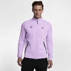 Мужская теннисная куртка NikeCourt Roger FedererОщущай тепло до и после матча. Мужская теннисная куртка NikeCourt Roger Federer из уникальной ткани обеспечивает легкость и удерживает тепло.  КОМФОРТ ВО ВРЕМЯ ДВИЖЕНИЯ  Легкая и теплая ткань джерси для свободы движений при каждом замахе.  УНИВЕРСАЛЬНАЯ ЗАЩИТА ОТ ХОЛОДА  Молния во всю длину с защитой подбородка обеспечивает универсальный комфорт и защиту от холода во время игр и тренировок на улице.  УДОБНОЕ ХРАНЕНИЕ  Глубокие карманы на молнии для надежного хранения важных мелочей во время движений с большой амплитудой.<br>