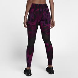 Женские беговые тайтсы с принтом Nike Epic Lux 69,5 смЖенские беговые тайтсы с принтом Nike Epic Lux 69,5 см из гладкой поддерживающей ткани Nike Power отлично подойдут для пробежек и повседневной жизни.  Плотная удобная посадка  Эластичная ткань Nike Power обеспечивает поддержку и свободу движений. Широкий завышенный пояс обеспечивает плотную посадку, поддерживая мышцы корпуса во время пробежки и после нее.  Удобное хранение  Задний карман на молнии с защитой ценных мелочей от влаги. Плоский бегунок молнии не мешает при выполнении упражнений на спине. В два небольших кармана на поясе можно быстро убрать мелкие вещи.  Охлаждение и комфорт  Вставки из сетчатой ткани от колен до голени сзади повышают циркуляцию воздуха. Технология Dri-FIT отводит влагу от кожи, обеспечивая комфорт.<br>