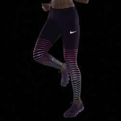 Женские беговые тайтсы Nike Epic Lux Flash 69,5 смЖенские беговые тайтсы Nike Epic Lux Flash 69,5 см с круговой светоотражающей графикой делают тебя заметнее. Эластичная ткань Nike Power обеспечивает поддержку и свободу движений во время бега. Удобное хранение  Задний карман на молнии защитит телефон от влаги. Плоский бегунок молнии не мешает при выполнении упражнений на спине. В два небольших кармана на поясе можно быстроубрать мелкие вещи. Плотная удобная посадка  Широкий пояс обеспечивает плотную посадку, поддерживая мышцы корпуса во время пробежки и после нее. Шнурок в поясе можно затянуть для надежной посадки во время бега. Отведение влаги  Технология Dri-FIT обеспечивает комфорт, отводя влагу на поверхность ткани, где она быстро испаряется. Подробнее  Длина шагового шва для маленького размера: 69,5 см Плоские внутренние швы не натирают кожу Состав: основа/подкладка пояса: 78% нейлон/22% спандекс. Подкладка ластовицы: 100% переработанный полиэстер. Машинная стирка Импорт<br>