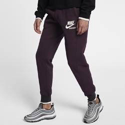 Женские брюки Nike Sportswear ArchiveЖенские брюки Nike Sportswear Archive из мягкого флиса обеспечивают тепло и комфорт на весь день.<br>