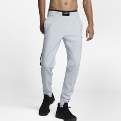 Мужские баскетбольные брюки Nike LeBronМужские баскетбольные брюки Nike LeBron из эластичной водоотталкивающей термоткани повторяют контуры тела и сохраняют тепло на площадке и за ее пределами.<br>