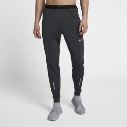 Мужские беговые брюки Nike Phenom 73 смМужские беговые брюки Nike Phenom 73 см обеспечивают комфорт до, во время и после пробежки. Благодаря современному крою, свободному сверху и зауженному от колен, брюки можно надевать поверх шорт.  Абсолютный комфорт  От коленей брюки сужаются, удобно облегая ноги во время бега. Выше коленей посадка более свободная по сравнению с традиционными тайтсами, так что ты можешь носить их и после пробежки.  Отведение влаги  Технология Dri-FIT обеспечивает прохладу и комфорт, выводя влагу на поверхность ткани, где она быстро испаряется.  Удобно снимать и надевать  Молнии на лодыжках позволяют быстро переодеваться в зале или на дорожке, не снимая кроссовок.<br>