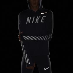 Мужская беговая худи с отражением Nike Dry Miler FlashМужская беговая худи с отражением Nike Dry Miler Flash — идеальная одежда для защиты и комфорта во время пробежек прохладным утром или вечером. Влагоотводящая ткань с начесом на изнаночной стороне для невероятной мягкости. Светоотражающая графика на груди и рукавах делает тебя заметнее.<br>