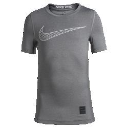 Футболка для тренинга с коротким рукавом для мальчиков школьного возраста Nike ProФутболка для тренинга с коротким рукавом для мальчиков школьного возраста Nike Pro из эластичной влагоотводящей ткани со вставками из сетки обеспечивает комфорт и охлаждение во время тренировок и игр. Модель можно носить как в качестве базового слоя, так и отдельно.<br>
