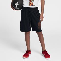 Шорты для тренинга с графикой для мальчиков школьного возраста Nike Dry 20,5 смШорты для тренинга с графикой для мальчиков школьного возраста Nike Dry 20,5 см из влагоотводящей ткани обеспечивает комфорт во время тренировок и игр.<br>