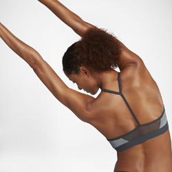 Спортивное бра с легкой поддержкой Nike Indy ModernСпортивное бра с легкой поддержкой Nike Indy Modern с заниженным вырезом и тонкими регулируемыми бретелями обеспечивает поддержку на занятиях низкой интенсивности, таких как ходьба, тренировки с отягощением и йога.<br>