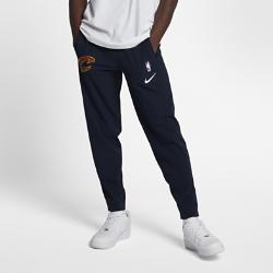 Мужские брюки НБА Cleveland Cavaliers Nike ShowtimeМужские брюки НБА Cleveland Cavaliers Nike Showtime — это сочетание невероятного комфорта и аутентичного дизайна экипировки НБА для разминки. Легкий и эластичный тканый материалобеспечивает свободу движений на площадке и за ее пределами. Эластичность и комфорт Легкий и эластичный тканый материал с технологией Dri-FIT отводит влагу от кожи и обеспечивает комфорт. Удобная посадка Эластичные пояс и отвороты для удобной и надежной посадки при каждом движении. Надежное хранение Карман на молнии на штанине для надежного хранения телефона и других мелочей. Информация о товаре  Состав: 87% полиэстер/13% спандекс Машинная стирка Импорт<br>