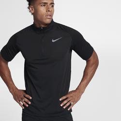 Мужская беговая футболка с коротким рукавом Nike TailwindМужская беговая футболка с коротким рукавом Nike Tailwind из мягкой влагоотводящей ткани дополнена молнией до середины груди для улучшенной вентиляции. Идеальный выбордля пробежек и повседневной жизни.<br>