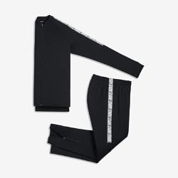 Футбольный костюм для мальчиков школьного возраста Nike Dry SquadФутбольный костюм для мальчиков школьного возраста Nike Dry Squad из влагоотводящей ткани с эргономичными швами обеспечивает комфорт и свободу движений.<br>