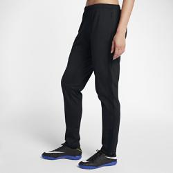 Женские футбольные брюки Nike AcademyЖенские футбольные брюки Nike Academy из мягкой влагоотводящей ткани с боковыми вставками из сетки обеспечивают охлаждение и комфорт во время игры.<br>