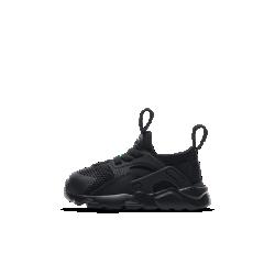 Кроссовки для малышей Nike Huarache UltraКроссовки для малышей Nike Huarache Ultra с легким комбинированным верхом и подошвой из пеноматериала обеспечивают комфорт и мягкую амортизацию. Преимущества  Внутренняя вставка из неопрена с накладками из синтетического материала обеспечивает плотную посадку и поддержку Цельная инжектированная подошва обеспечивает невесомую амортизацию Резиновые накладки в области пятки для сцепления и прочности<br>
