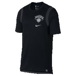 Мужская футболка НБА с коротким рукавом New York Knicks NikeСозданная по образцу аутентичного игрового джерси НБА мужская футболка НБА с коротким рукавом New York Knicks Nike свободного кроя выполнена из плотной ткани со светоотражающими деталями и обеспечивает свободу движений для высоких результатов в игре. Преимущества  Плотная ткань с текстурой сетки для охлаждения Вставка из сетки в области плеч для полной свободы движений  Информация о товаре  Состав: 61% хлопок/39% полиэстер Машинная стирка Импорт<br>