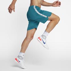 Мужские футбольные шорты Nike Dry SquadМужские футбольные шорты Nike Squad из влагоотводящей ткани обеспечивают надежную фиксацию и позволяют ни на что не отвлекаться во время игры.  КОМФОРТ  Технология Nike Dri-FIT отводит влагу от кожи на поверхность ткани, где она быстро испаряется.  НАДЕЖНАЯ ПОСАДКА  Прорезиненный кант на внутренней стороне пояса фиксирует шорты во время бега, рывков и прыжков.<br>