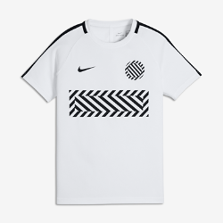 Игровая футболка с коротким рукавом для школьников Nike Dry AcademyИгровая футболка с коротким рукавом для школьников Nike Dry Academy из влагоотводящей ткани обеспечивает комфорт на поле и за его пределами.<br>