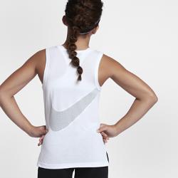 Майка для тренинга для девочек школьного возраста Nike Dry FavoriteМайка для тренинга для девочек школьного возраста Nike Dry Favorite из влагоотводящей ткани и дышащей сетки обеспечивает охлаждение и комфорт во время тренировок и игр.  Комфорт и защита от влаги  Технология Dri-FIT отводит влагу с кожи на поверхность ткани, обеспечивая комфорт.  Свобода движений  Разрезы в кромках, круглый вырез и широкие проймы обеспечивают естественную свободу движений, помогая сосредоточиться на тренировке.  Вентиляция Swoosh™  Вставка из сетки на спине в форме логотипа Swoosh™ обеспечивает вентиляцию в зоне повышенного тепловыделения.<br>