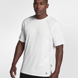Мужская футболка с коротким рукавом Jordan Sportswear TechМужская футболка с коротким рукавом Jordan Sportswear Tech, дизайн которой был вдохновлен курткой Air Jordan Muscle 1985 года, обеспечивает комфорт и свободу движений на весь день.<br>