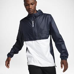 Мужская куртка Nike SB Packable AnorakМужская куртка Nike SB Anorak просто необходима для катания и прогулок в переменчивую погоду. Это универсальная модель для катания и на каждый день с легкой складной конструкцией, несколькими карманами и молнией до середины груди.  Легкость и защита  Модель идеально подходит для катания в холодную погоду благодаря прочному тканому материалу — более тонкому и легкому по сравнению с традиционными материалами, использующимися в куртках.  Удобная складная конструкция  Когда погода наладится, куртку можно сложить в нагрудный карман на молнии. Специальный карабин позволяет повесить куртку на сумку или петлю для ремня, чтобы освободить руки.  Система хранения  Вместительный карман «кенгуру», большой накладной карман и потайной карман на молнии на груди позволяют носить с собой кошелек, телефон и ключи.<br>