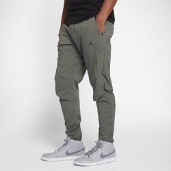 Мужские брюки из тканого материала Jordan Sportswear TechМужские брюки Jordan Sportswear Tech из легкого тканого материала с несколькими карманами для удобного хранения важных вещей обеспечивают длительный комфорт.<br>