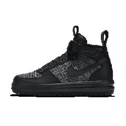 Женские ботинки Nike Lunar Force 1 Flyknit WorkbootЖенские ботинки Nike Lunar Force 1 Flyknit Workboot — новое исполнение легендарной баскетбольной модели с водоотталкивающей отделкой, мягкой внутренней вставкой и превосходнойсистемой сцепления для защиты от холода и дождя.  Поддержка и защита от непогоды  Тканые волокна Flyknit создают зоны вентиляции, эластичности и поддержки там, где это необходимо, и повторяют форму стопы для комфорта и легкости. Прочное водоотталкивающее покрытие DWR защищает от влаги в дождливую погоду.  Комфорт и защита от холода  Внутренняя вставка обеспечивает плотную посадку и защищает носок от ветра, а шерстяные вставки защищают от холода. Бортик средней высоты из первоклассной кожи обеспечивает поддержку и комфорт в любых условиях.  Надежное сцепление  Рельефный рисунок протектора на твердой резиновой подметке обеспечивает прочность и превосходное сцепление на скользких поверхностях.  Подробнее  Скрытая вставка Air обеспечивает легкость и амортизацию Накладки из первоклассной кожи и ремешок на щиколотке напоминают оригинальную модель AF1 Мягкая стелька для превосходной амортизации Светоотражающие петельки на пятке и язычке делают тебя заметнее при слабом освещении  Истоки Air Force 1  Эта изначально баскетбольная модель, названная в честь президентского самолета Air Force One («Борт номер один»), появилась в 1982 году и навсегда изменила представление об обуви. Первые баскетбольные кроссовки с воздушной подушкой Nike Air произвели переворот в игре таких звезд, как Мозес Мэлоун и Чарльз Баркли, одновременно завоевав популярность у любителей уличного баскетбола и представителей хип-хоп культуры по всему миру. Современные кроссовки Air Force 1 сохраняют верность традициям благодарямягкой амортизации и массивной подошве, но все же главное отличие этой модели — технология Air.<br>