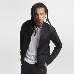 Мужская куртка НБА Chicago Bulls Nike ModernМужская куртка НБА Chicago Bulls Nike Modern — это сочетание эластичного тканого материала, классического кроя куртки-бомбера и фирменных деталей для исключительного комфорта и командного стиля. Преимущества  Эластичный тканый материал с усиленными швами для защиты от непогоды Зауженный крой для комфорта и концентрации на тренировке Карманы на молнии для надежного хранения  Информация о товаре  Состав: 98% хлопок/2% спандекс Машинная стирка Импорт<br>