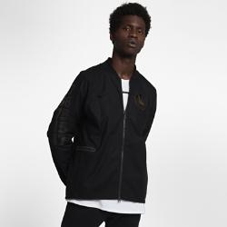 Мужская куртка НБА Golden State Warriors Nike ModernМужская куртка НБА Golden State Warriors Nike Modern — это сочетание эластичного тканого материала, классического кроя куртки-бомбера и фирменных деталей для исключительного комфорта и командного стиля. Преимущества  Эластичный тканый материал с усиленными швами для защиты от непогоды Зауженный крой для комфорта и концентрации на тренировке Карманы на молнии для надежного хранения  Информация о товаре  Состав: 98% хлопок/2% спандекс Машинная стирка Импорт<br>